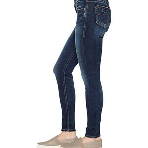 Silvers Jeans Co Suki Mid Rise Skinny Jegging